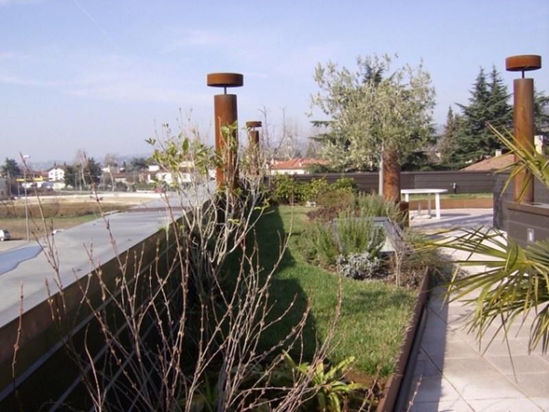 Un giardino intensivo finito visto nel periodo invernale