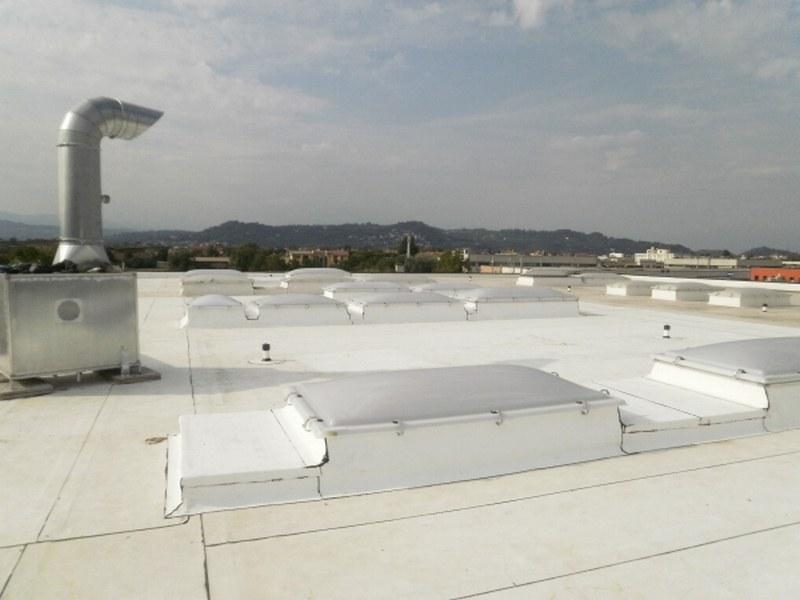 Fercad a Vicenza, rifacimento copertura e sostituzione lucernari continui con cupole apribili