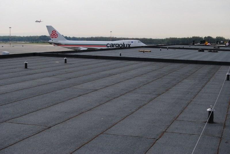 Malpensa aeroporto di Milano, pensiline zona Cargo, impermeabilizzazione e linee vita