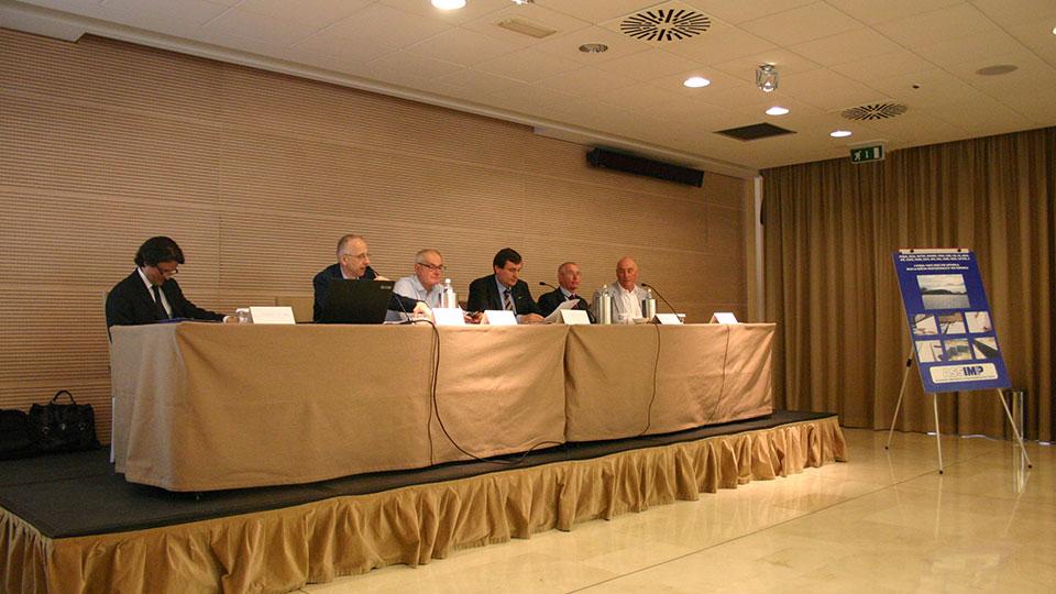 L'amministratore di Acqua Risolta al tavolo dell'assemblea nazionale di Assimp Italia